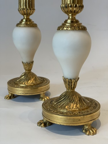 A pair of Louis XVI ormolu mounted Carrara marble candlesticks - Louis XVI