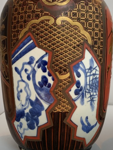 Asian Works of Art  - A pair of Arita lacquered porcelain vases. Japan Meiji period