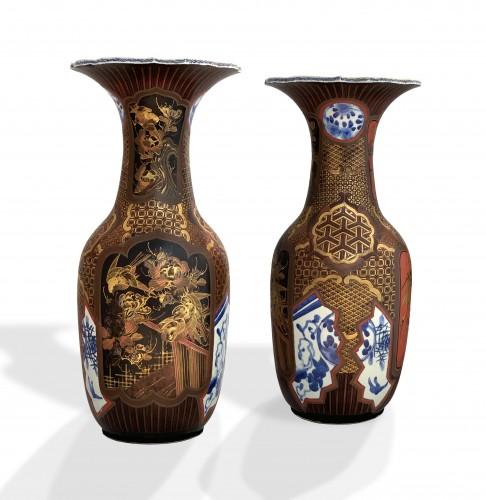 A pair of Arita lacquered porcelain vases. Japan Meiji period -