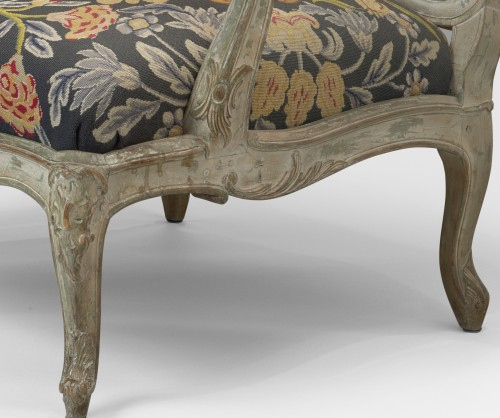 A pair of large fauteuils à la reine upholstered a châssis -