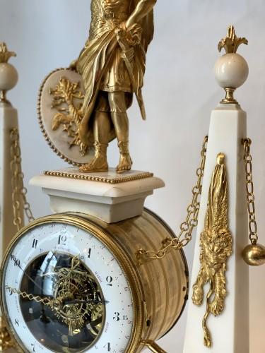 Louis XVI - A large Louis XVI ormolu mounted white marble portico clock