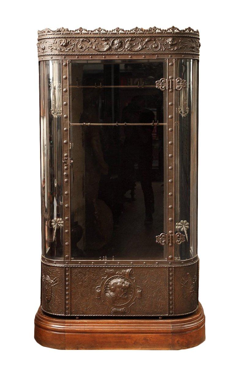 vitrine de pr sentation en fer xixe si cle. Black Bedroom Furniture Sets. Home Design Ideas