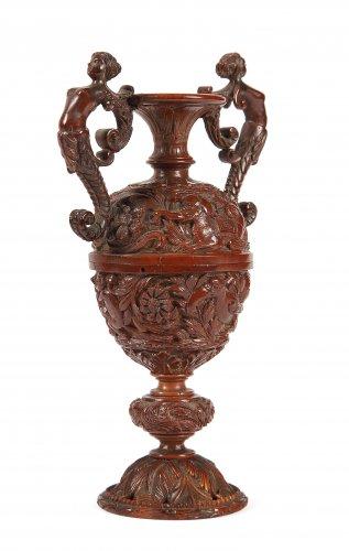 Curiosities  - Vase en noix de Corozo