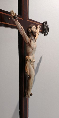 Polychrome Ivory Christ, Indo Portuguese, Goa 17th century - Religious Antiques Style