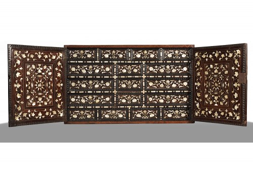 17th century large Colonial cabinet Mexico or Peru - Furniture Style