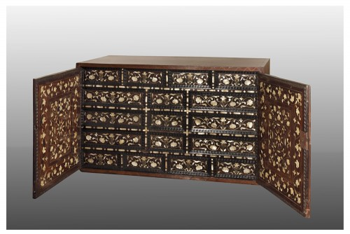 17th century - 17th century large Colonial cabinet Mexico or Peru