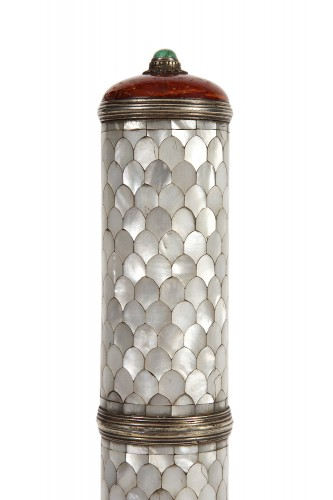 Curiosities  - Mother-of-pearl message case 19th century