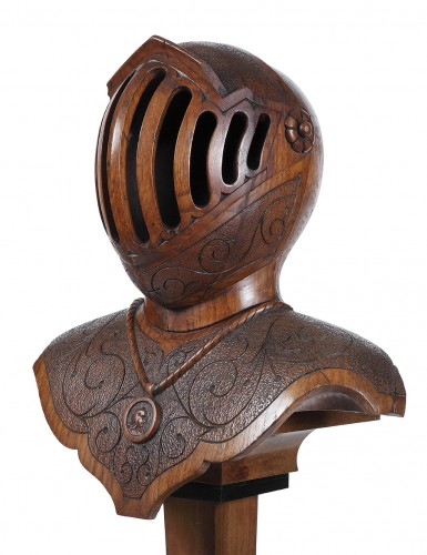 Bust armor carved wood -