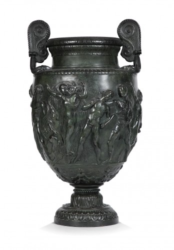 Hammered copper vase of the Grand Tour