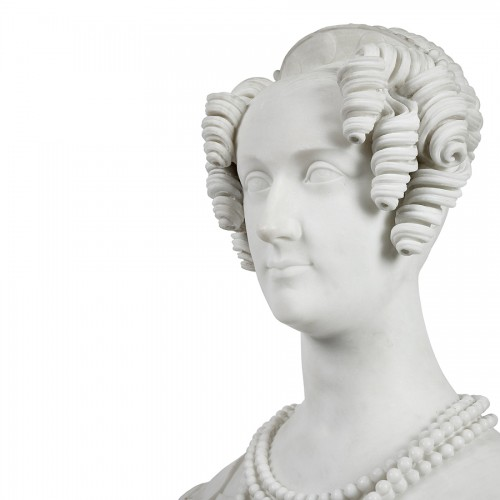Sculpture  - Bust of a woman in Carrare marble, Italy 19th century