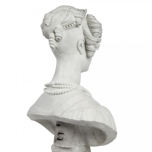 Bust of a woman in Carrare marble, Italy 19th century -