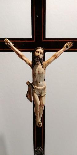 Ivory Christ, Indo Portuguese, Goa 17th century - Religious Antiques Style