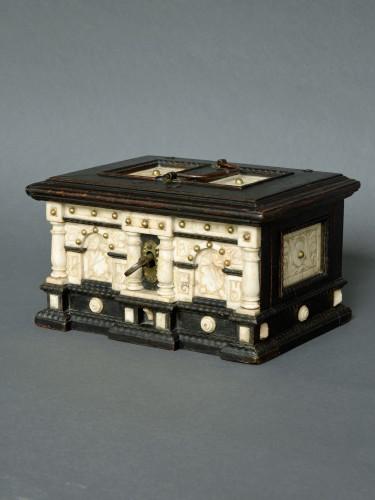 Curiosities  - Renaissance alabaster and ebonized wood box circa 1600-1630