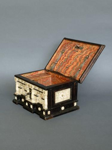 Renaissance alabaster and ebonized wood box circa 1600-1630 -