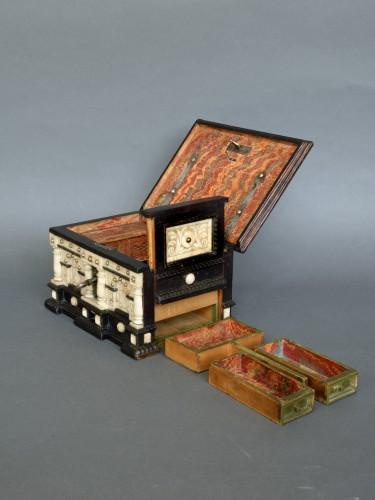 Renaissance alabaster and ebonized wood box circa 1600-1630 - Renaissance