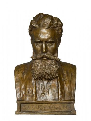 Bust of W. C. Röntgen by Reinhold Felderhoff Berlin