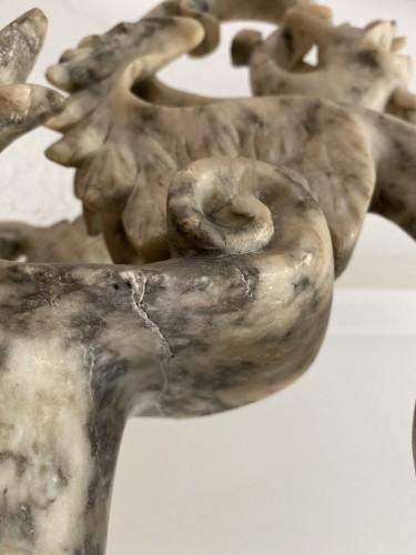 Antiquités - Pair of ewers in alabaster