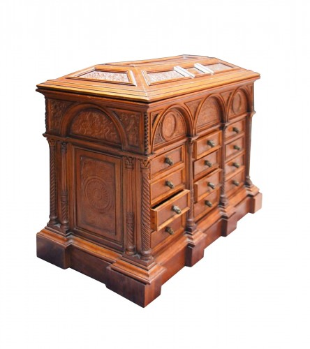 Italian cabinet in walnut and embossed leather, 19th cnetury