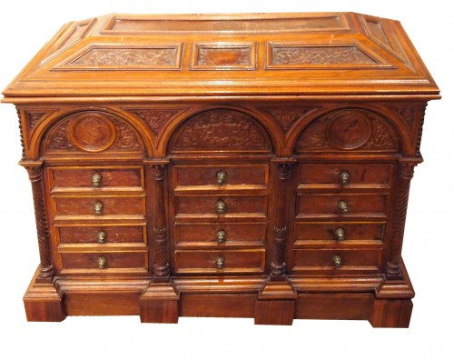 Italian cabinet in walnut and embossed leather, 19th cnetury - Furniture Style