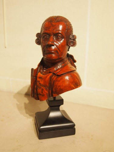 Sculpture  - 18th century wooden bust of a man