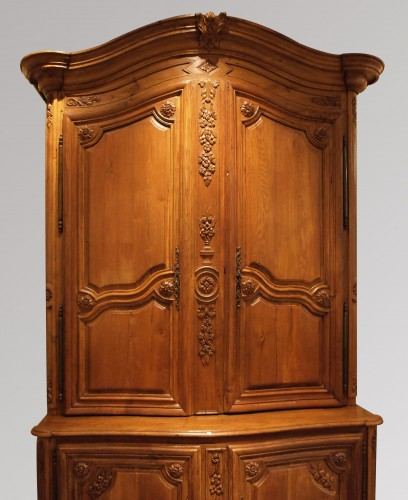 Oak Cupboard in two parts 18th century  - Furniture Style