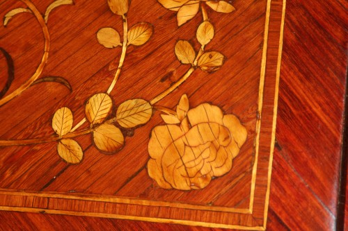 Louis XV - Scriban in floral marquetry, attributed to Nicolas Couleru