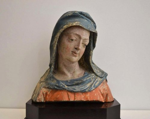 Sculpture  - A  XVIth century stone  Bust of the Virgin