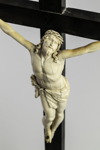 Sculpture  - Crucifixion Ivory, Italy end of the 17th century