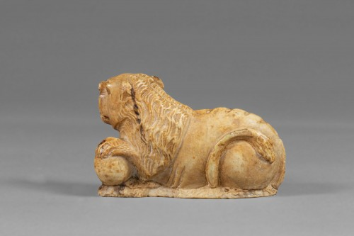 Alabaster Lion - Spain, Late 15th Century - Sculpture Style Middle age