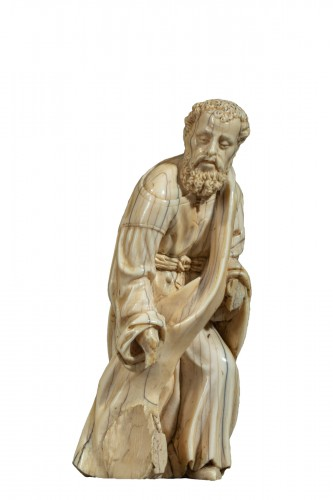 Kneeling figure in ivory - Spain, c. 1600