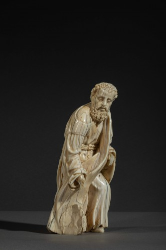 Sculpture  -  Kneeling figure in ivory - Spain, c. 1600