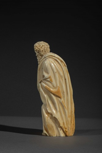 17th century -  Kneeling figure in ivory - Spain, c. 1600