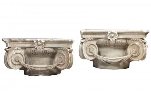 Pair of Carrara marble capitals - Italy, 17th century