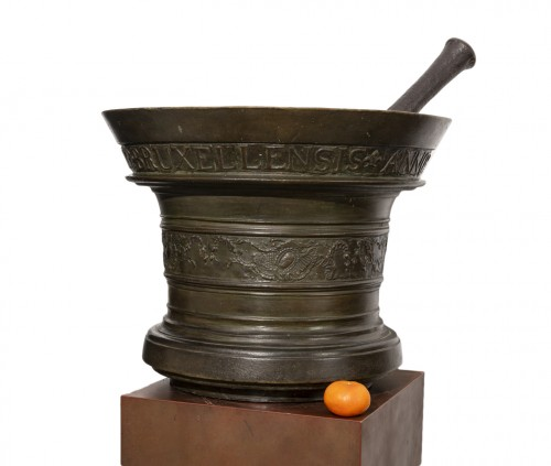 Apothecary's mortar and bronze pestle - Brussels, 1746