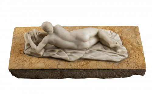 Venus in alabaster lying on marble - Germany, mid-18th century