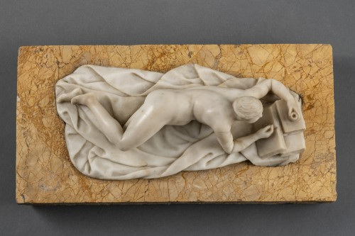 Venus in alabaster lying on marble - Germany, mid-18th century - Sculpture Style Louis XIV