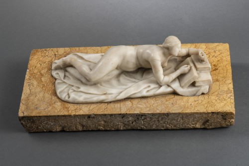 Sculpture  - Venus in alabaster lying on marble - Germany, mid-18th century