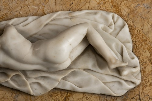 17th century - Venus in alabaster lying on marble - Germany, mid-18th century