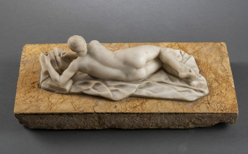 Venus in alabaster lying on marble - Germany, mid-18th century - Louis XIV