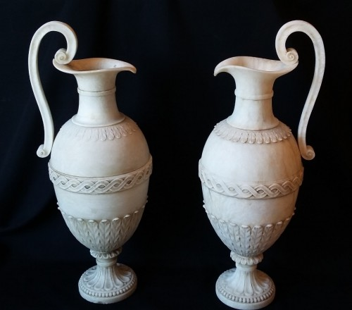 Pair of French Directoire period carved alabaster amphorae, circa 1800 - Directoire