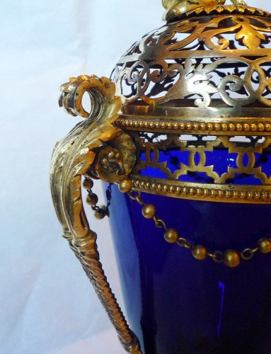 French Louis XVI period ormolu mounted blue glass vase, Le Creusot, 1780 - Decorative Objects Style Louis XVI