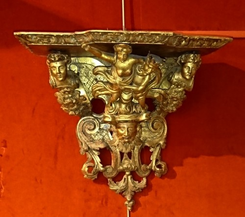 French Louis XIV period wall bracket, circa 1700 -