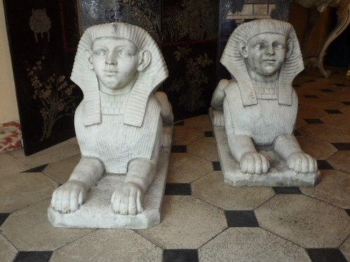 Sculpture  - A pair of large French Empire period white marble sphinxes, circa 1800