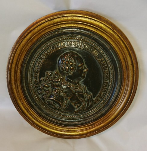 French Louis XV period bronze medalion of the Duc de Choiseul, circa 1765 - Sculpture Style Louis XV