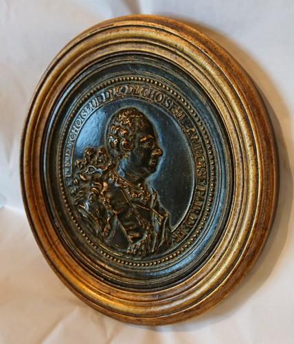 Sculpture  - French Louis XV period bronze medalion of the Duc de Choiseul, circa 1765