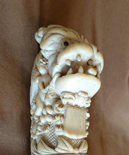 - French Dieppe carved ivory hunting knife handle, 1st half of the 18th c.