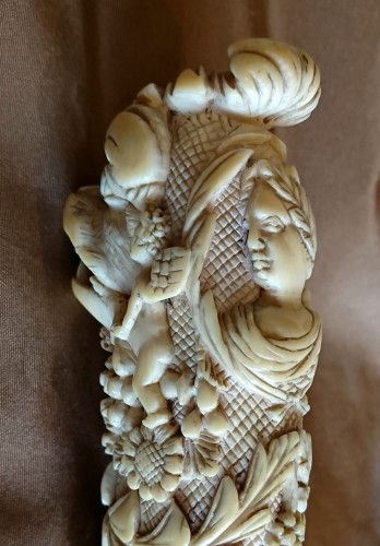 Antiquités - French Dieppe carved ivory hunting knife handle, 1st half of the 18th c.