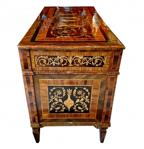 North Italian neoclassical marquetry commode, late 18th c. -