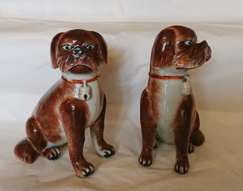A pair of Chinese export porcelain seated pugs, circa 1760 - Louis XV