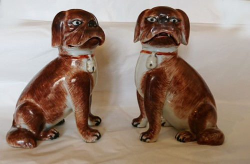 Antiquités - A pair of Chinese export porcelain seated pugs, circa 1760